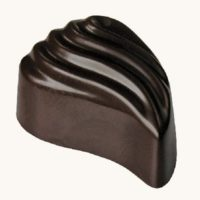 Čokoláda s karamelem a sekanými ořechy