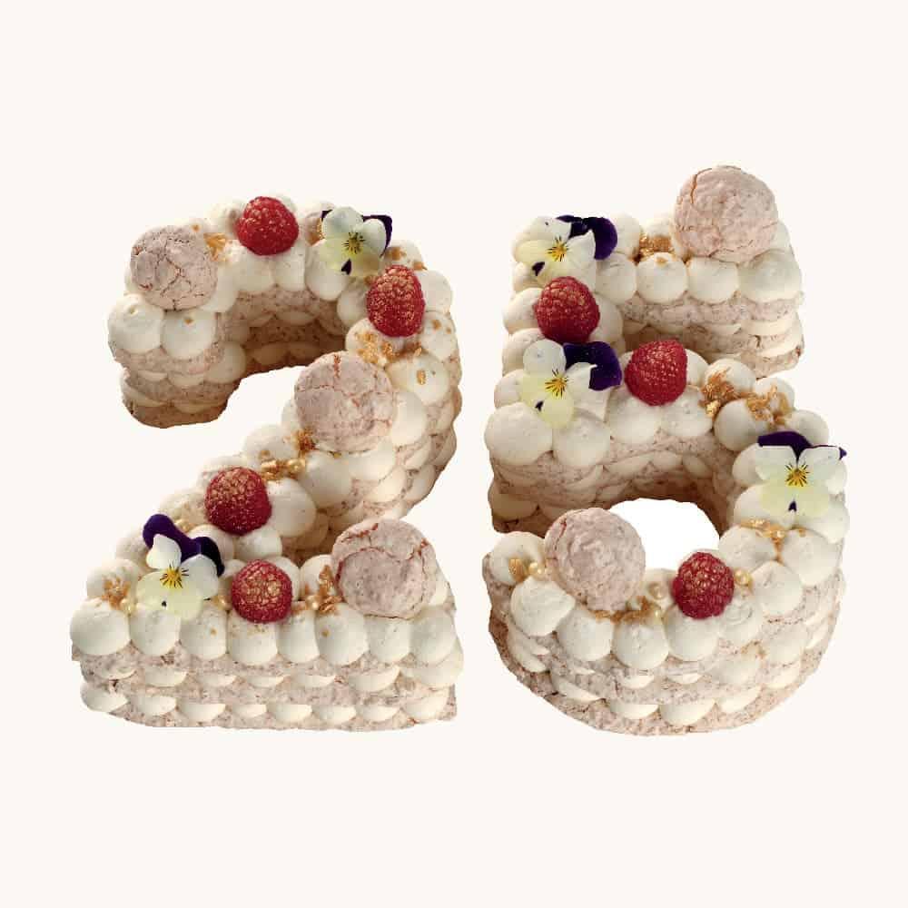 Světlý jubilejní dort