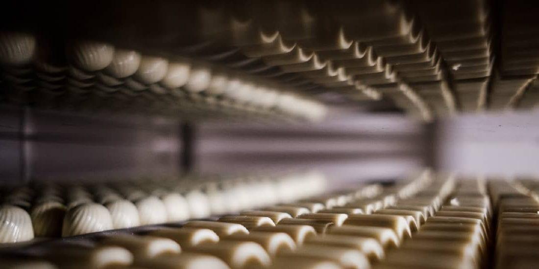 Výroba bílých pralinek